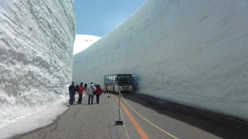 雪の壁を歩きたい