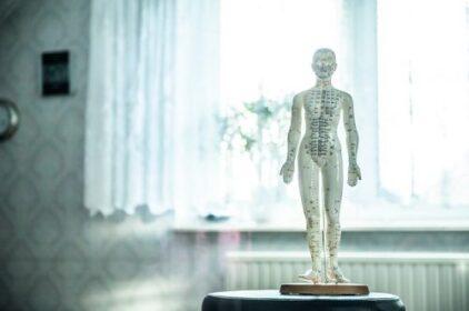 肩こりに効くハリ治療は痛い?開運にもつながる効果とは?