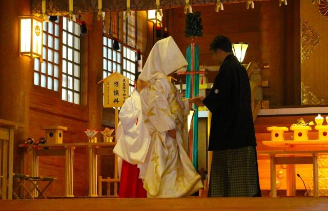 日本で初めて神社での結婚式が行われたところは?