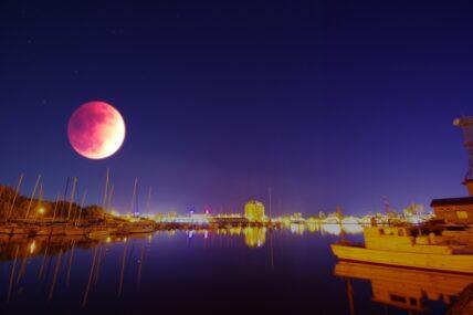 5月の満月はスーパーブラッドムーン